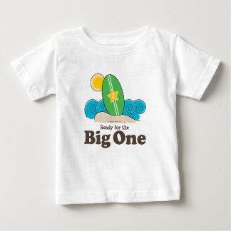Primeira camisa do bebê T do surf da prancha do
