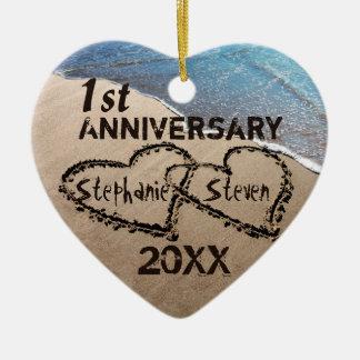 Primeiramente, alguns corações do aniversário dois ornamento de cerâmica coração