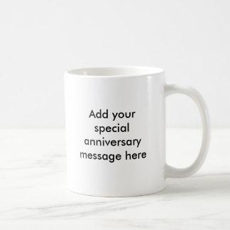 Primeiras ideias do presente do aniversário caneca de café