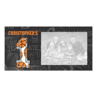 Primeiro aniversario da foto do quadro do basquete cartão com foto