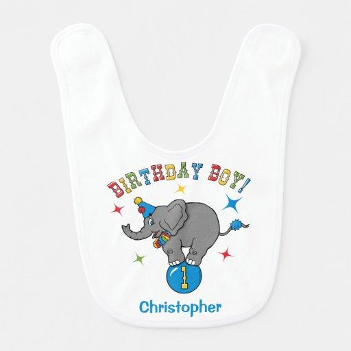 Primeiro aniversario do elefante do circo babador de bebe