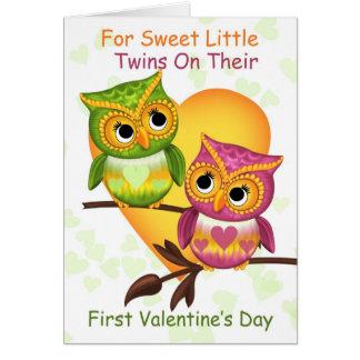 Primeiro dia dos namorados dos gêmeos com corujas  cartoes