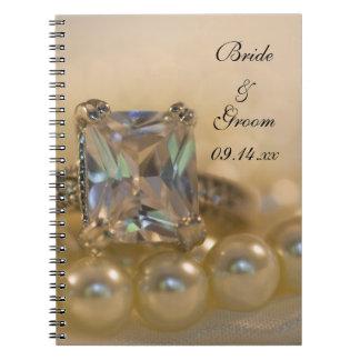 Princesa anel de diamante e pérolas brancas que caderno espiral