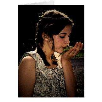 Princesa bonita cartão do sapo do conto de fadas