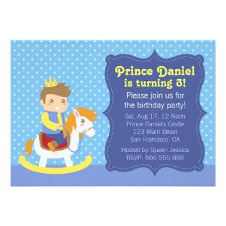 Príncipe pequeno bonito, cavalo de madeira, aniver convite personalizado