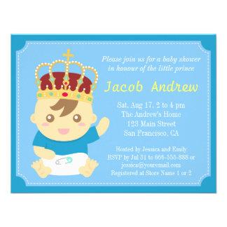 Príncipe pequeno com chá de fraldas da coroa convites personalizado