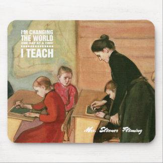 Professor com estudantes. Presente Mousepads das