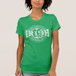 Propriedade da equipe irlandesa do bebendo camiseta