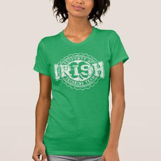 Propriedade da equipe irlandesa do bebendo t-shirts
