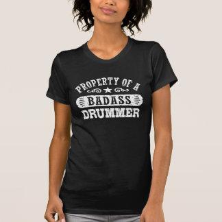 Propriedade de um baterista de Badass Camiseta