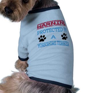Protegido por um cão do yorkshire terrier camisas para caes