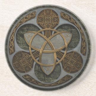 Protetor celta da trindade porta copos de arenito