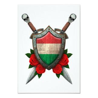 Protetor e espadas húngaros gastos da bandeira com convites personalizados