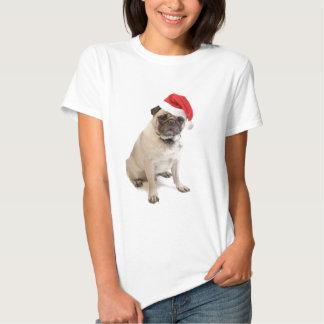 Pug bege com o chapéu vermelho do papai noel sobre tshirts