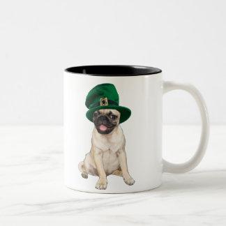 Pug irlandês caneca de café em dois tons
