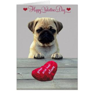 Pug que deseja o cartão do feliz dia dos namorados
