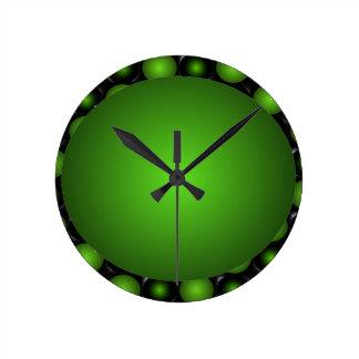 Pulso de disparo esverdeado da bola do verde do de relógios para paredes