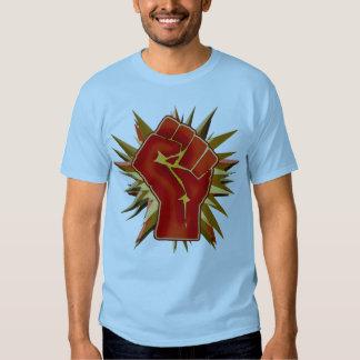 Punho vermelho da solidariedade a personalizar no t-shirts