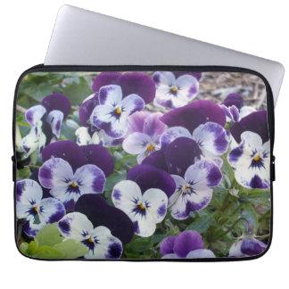 Purple_White_Pansies_13_Inch_Laptop_Sleeve Capa Para Notebook