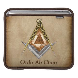 Quadrado e compasso tirados mão com todo o olho de bolsas para iPad