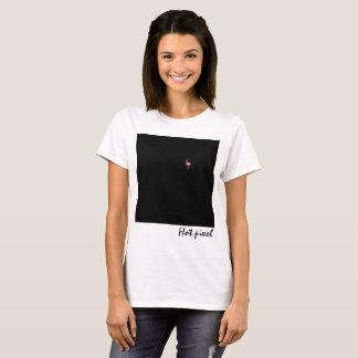 Quadrado preto com um pixel quente do flamingo camiseta