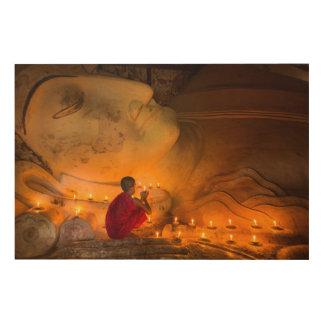 Quadro De Madeira Monge que Praying por um Buddha