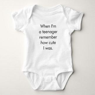 Quando eu sou um adolescente recorde como bonito body para bebê