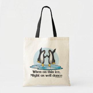 Quando no design engraçado dos pinguins finos do sacola tote budget