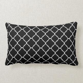 Quatrefoil preto e branco travesseiros de decoração