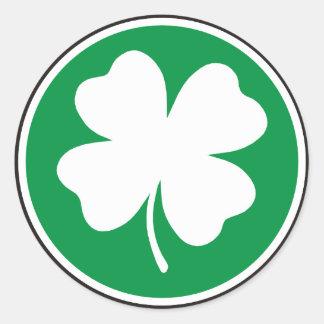 Quatro etiquetas afortunadas do trevo da folha adesivo em formato redondo