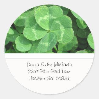 Quatro etiquetas do endereço do trevo da folha adesivos redondos