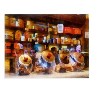 Quatro potes de doces de vidro cartao postal