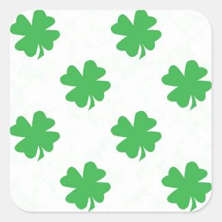 Quatro trevos afortunados da folha adesivo quadrado