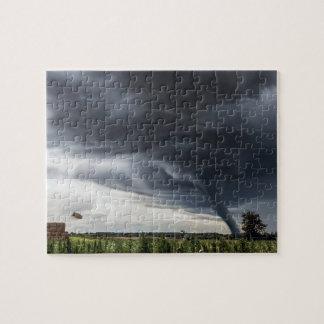Quebra-cabeça Ataque o feno lifing do furacão ou do tornado no