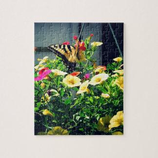 Quebra-cabeça Borboleta amarela com foto das flores
