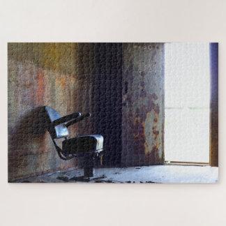 Quebra-cabeça Cadeira em uma construção velha abandonada
