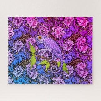Quebra-cabeça Camaleão roxo em um jardim roxo
