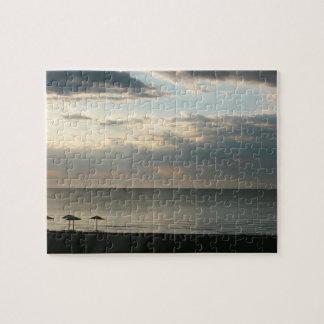 Quebra-cabeça Céu da manhã sobre a fotografia grega da praia