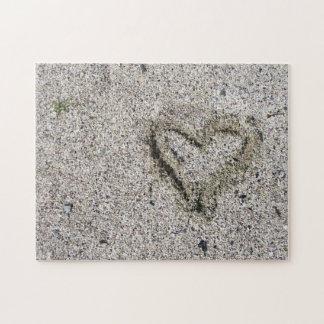 Quebra-cabeça Coração romântico no desafio da foto da areia