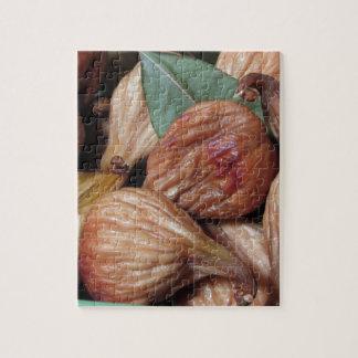 Quebra-cabeça Frutas do outono. Close up de figos secados com