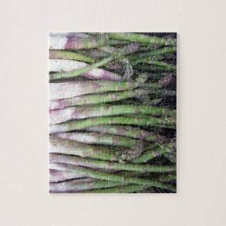 Quebra-cabeça Mão fresca do aspargo escolhida do jardim