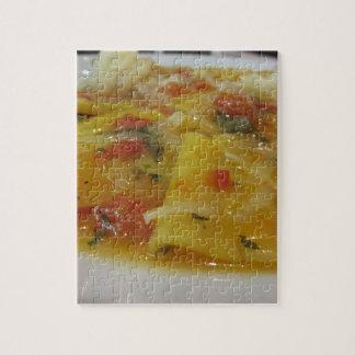 Quebra-cabeça Massa caseiro com molho de tomate, cebola,