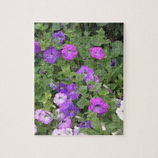 Quebra-cabeça Petúnia roxo do tema do jardim do primavera das