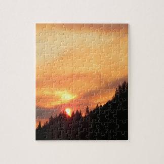 Quebra-cabeça Por do sol de Smokey sobre as montanhas…
