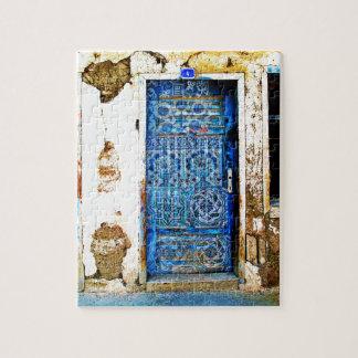 Quebra-cabeça Porta velha do azul da piscina do vintage