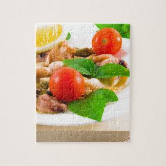 Quebra-cabeça Salada de partes descascadas de marisco em uma
