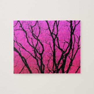 Quebra-cabeça Silhuetas difíceis coloridas da árvore do por do