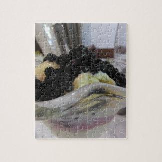 Quebra-cabeça Sorvete da baunilha com uvas-do-monte silvestres