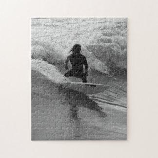 Quebra-cabeça Surfando o Grayscale das ondas