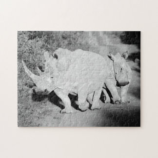 Quebra-cabeça Uma mãe do rinoceronte e sua vitela em África do